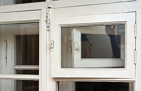 Как заменить окно в старом доме